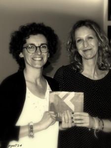 """Carmen Donadio vincitrice della III edizione del Premio """"Giorgio Borgognini"""" con il racconto L'appuntamento viene premiata da Annalisa Trabacchin Presidente del Circolo Walter Tobagi"""